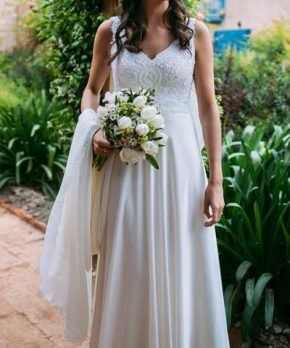 Vestido de novia hecho por Francisca Larraín con pechera de encaje bordada
