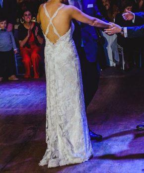 Vestido AE Novias de tul bordado, con espalda abierta y sin cortes