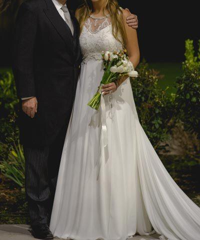 Vestido de novia de gasa y encaje hecho por María Subercaseaux