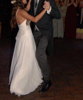 Vestido de gasa de novia con aplicaciones de encaje