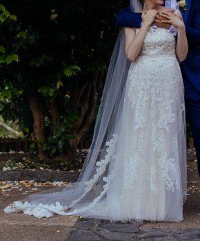 Vestido de novia con encaje y tul, marca Rebecca Ingram