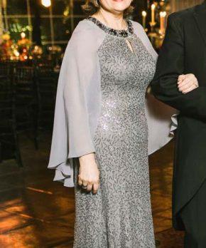 Vestido de madrina con lentejuelas gris