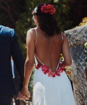 Vestido de novia con flores y espalda abierta a la venta