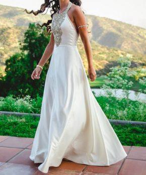 Vestido de novia de piel de ángel escote halter y espalda abierta