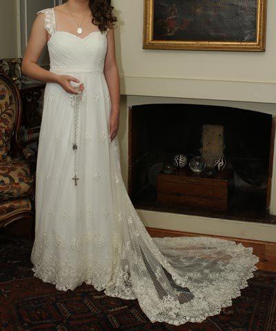 Vestido usado de encaje hecho por María Subercaseaux