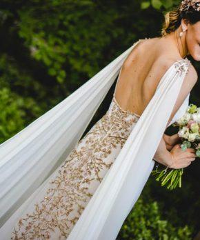 Vestido bordado a mano por María Luisa Vega y Camila