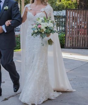 Vestido de novia de encaje francés y pedrería marca Mika Herrera
