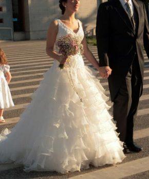 Vestido de novia corte princesa con vuelos