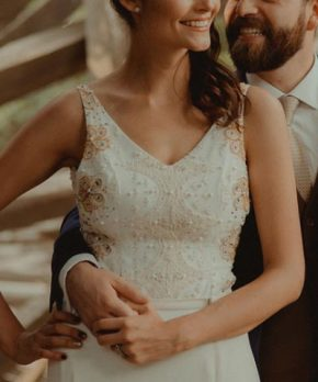 Vestido de novia de seda y encaje hecho por Lupe Gajardo