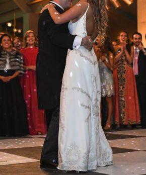 Vestido de novia de charmeuse de seda hecho por Sofía Larraín
