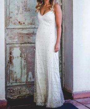 Vestido de novia de pedrería y seda hecho por Francisca Larraín