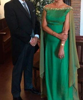 Vestido de madrina verde de seda y gasa natural