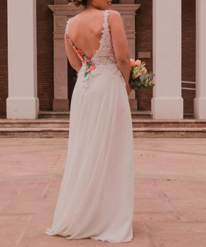 Vestido de novia con bordado a mano en colores