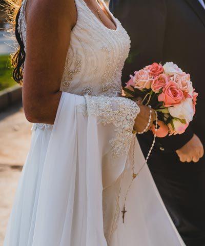 Vestido Oui novias en venta con encaje y pedrería