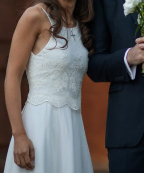 Vestido de novia con encaje inglés y seda