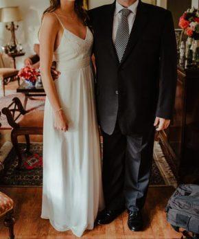Vestido de novia de seda hecho por Sofía Larraín
