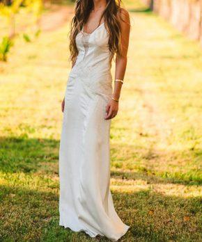 Vestido Charmeuse de seda hecho por Sofía Larraín