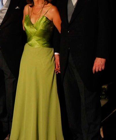 Vestido de madrina drapeado color verde