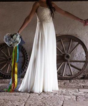 Vestido de novia de gasa con pedrería
