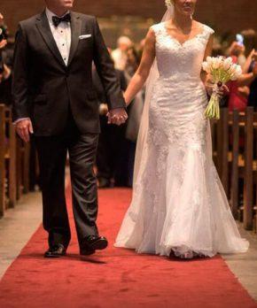 Vestido de novia de encaje con espalda abierta