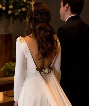 Vestido Oui novias con mangas y aplicaciones