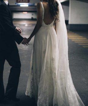 Vestido de tul bordado a mano por Sofía Larraín