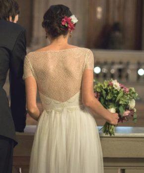 Vestido de novia con top de encaje francés