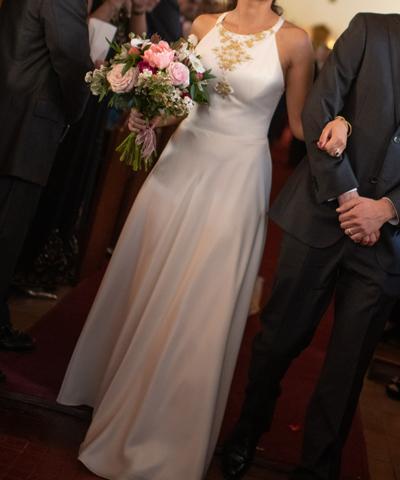 Vestido de madrina con pedrería y lentejuelas se vende