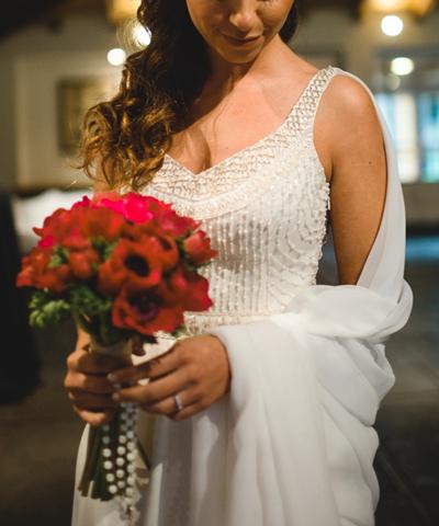 Vestido de seda marca Sofía Larraín con pedrería bordada